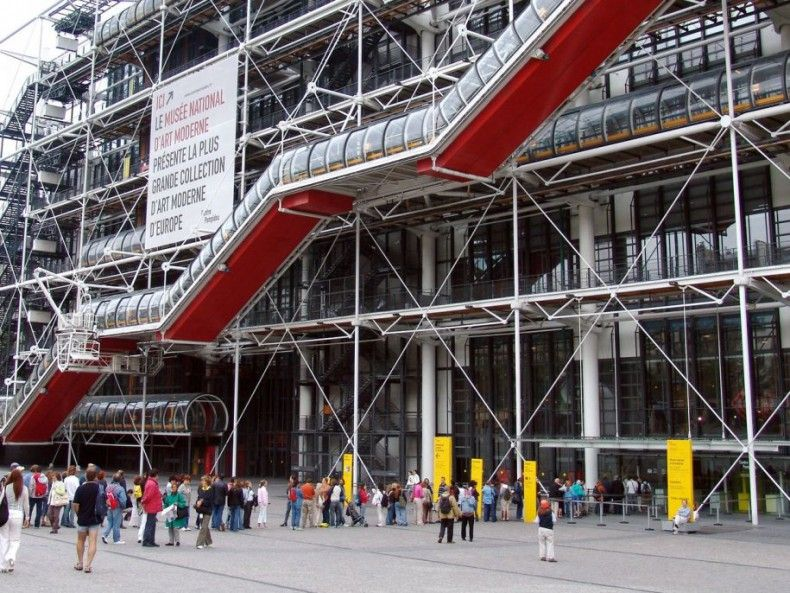 503615 the centre georges pompidou in paris france has all of its elevators stairs and pipes on the outside of the building as a result interior walls can be rearranged to adjust floorplans as exhibits change ΜΟΥΣΕΙΑ
