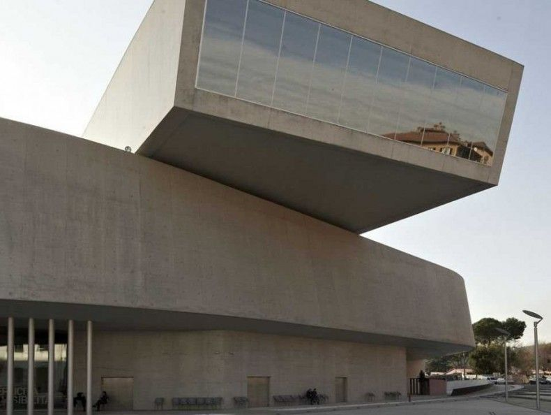 503622 the maxxi in rome italy took 10 years to build it has exposed concrete glass and steel ΜΟΥΣΕΙΑ