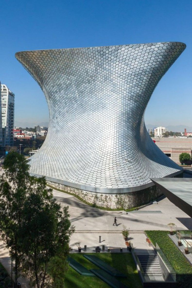 503623 the museo soumaya in mexico city mexico was commissioned by billionaire carlos slim to display his art collection around 17000 metal plates help to create that facade ΜΟΥΣΕΙΑ