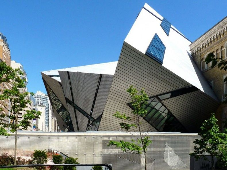 503627 the royal ontario museum in toronto canada was designed using overlapping glass and aluminum to create a crystal structure ΜΟΥΣΕΙΑ
