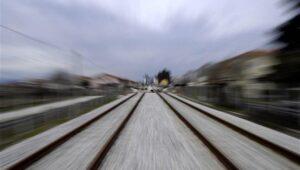 treno-ose-sidirodromiki-grammi