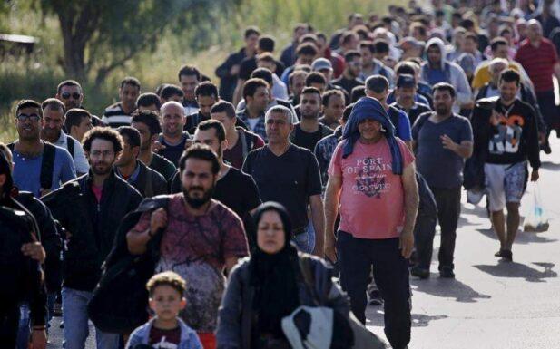 immigrants1 thumb large thumb large thumb large 617x385 ΣΤΥΛΙΔΑ ΠΡΟΣΦΥΓΕΣ ΑΥΛΑΚΙ ΣΤΥΛΙΔΑΣ !