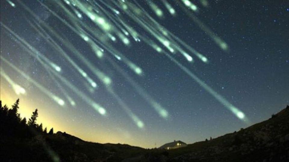 23260379_meteor-shower